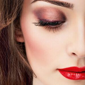 Maquillage jour / soir - Choisissez un maquillage Jour, naturel, pour mettre en valeur vos atouts ou bien un maquillage Soir plus sophistiqué, adapté à votre style et à votre coiffure de soirée. Choisissez à l'aide de nos conseils les couleurs et teintes qui révéleront votre beauté.